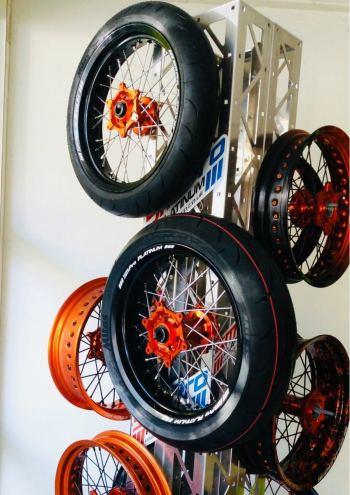 Supermoto wielen KTM EXC SMPro platinum met banden
