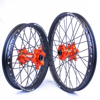 SMPro-platinum crosswielen voor KTM met oranje naaf met zwarte spaken en velgen