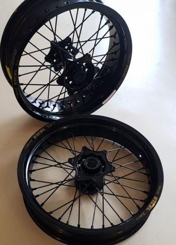 Excel supermoto wielen in de kleur zwart voor KTM en Husqvarna