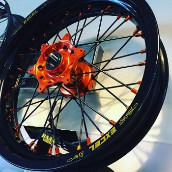 KTM Supermoto wielen Haan naven met Excel velgen
