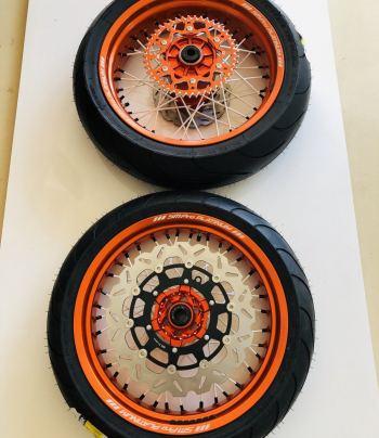 Supermoto wielen voor KTM, oranje velgen met witte spaken