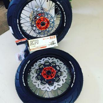 Supermoto wielen KTM SMPro met oranje naaf en rvs spaken