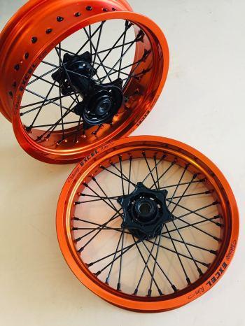 Oranje Excel supermoto wielen voor KTM EXC