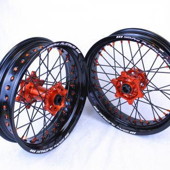 SMPro supermoto velgen voor KTM met zwarte spaken oranje nippels