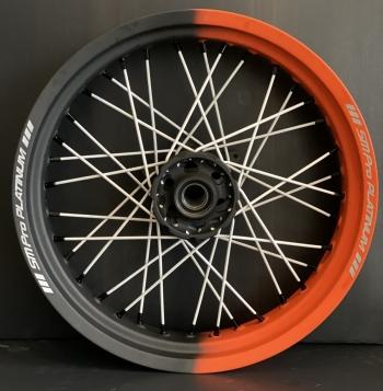 SMpro supermoto dual color velgen Cerakote Oranje Cobalt met witte spaken.